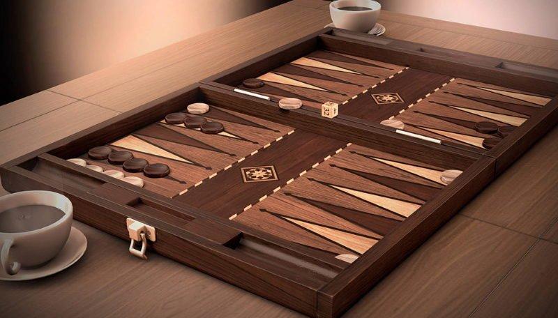 Playing Backgammon Online versus Offline